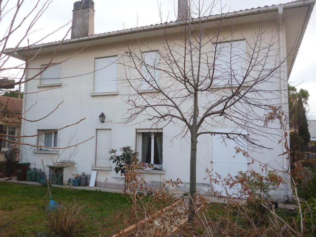 Exclusivité et rare Draguignan centre quartier recherché jolie villa F5 150m ascenceur possibilité 2 appartements garage 33m terrain 455m dépendances tout à l'égout 267000€ crn1787