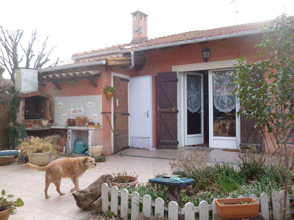 Exclusivité et rare Draguignan centre jolie maison de ville F3/4 en bon état jardin 222m terrasse garage 214000€