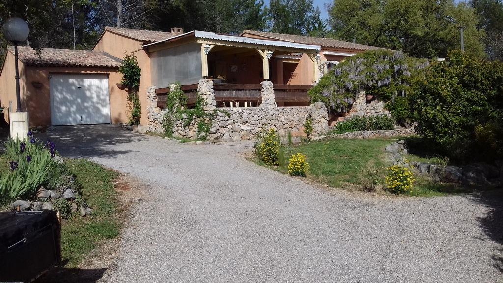 Exclusivité Draguignan quartier résidentiel jolie villa F4 pp d'environ 100m terrasse garage 1500m terrain expo sud 331700€