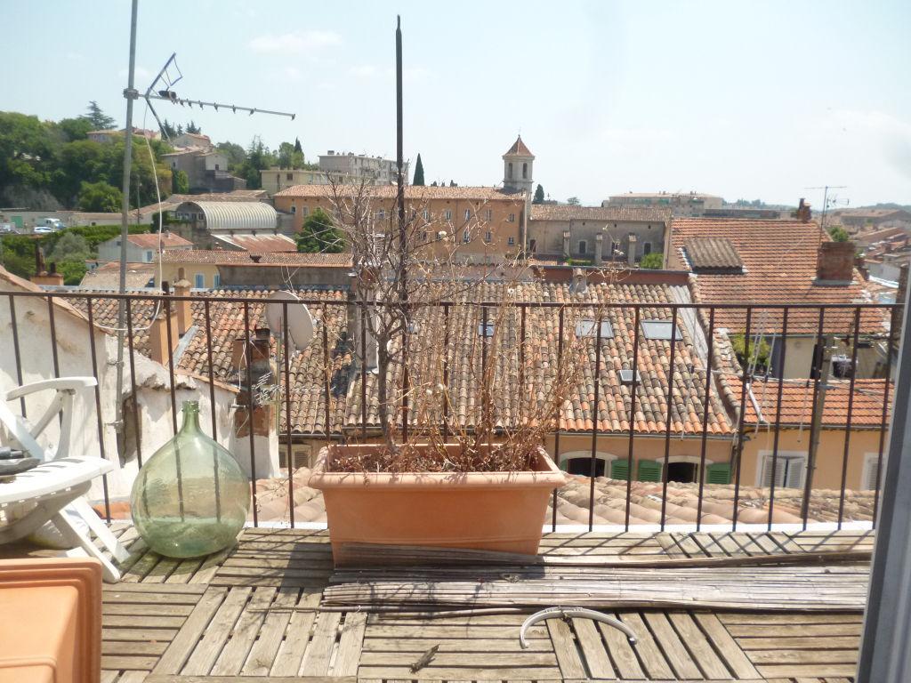 Exclusivité  et affaire Draguignan centre belle maison de ville F7 traversante 235m avec terrasse tropézienne cave 171200€ commission vendeur