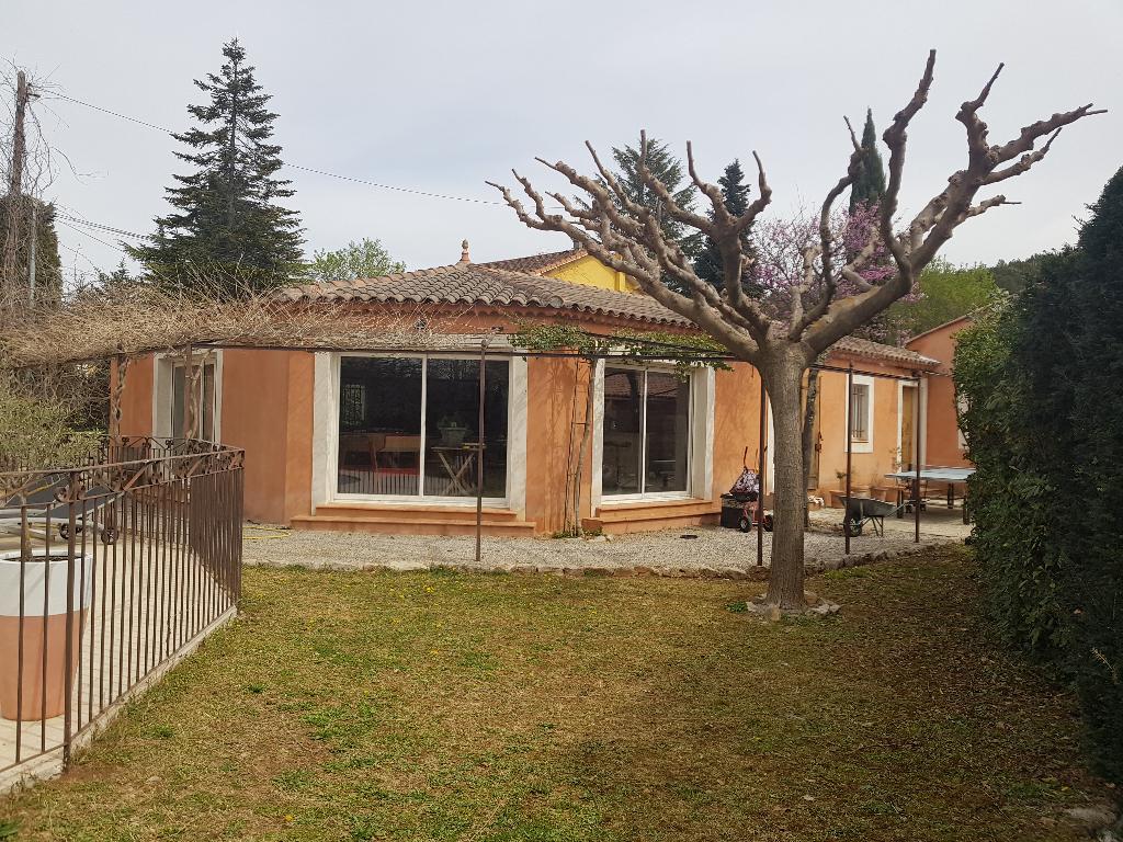 A voir Draguignan belle villa F4 pp+F3+studio piscine terrasse garage 100m le tout sur 1500M terrain plat en tout à l'égout 525000€ crn1973