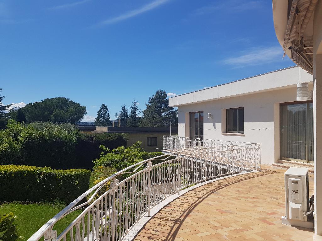 Exclusivité Draguignan belle villa F6 195m2 1188m terrain en tout à l'égout