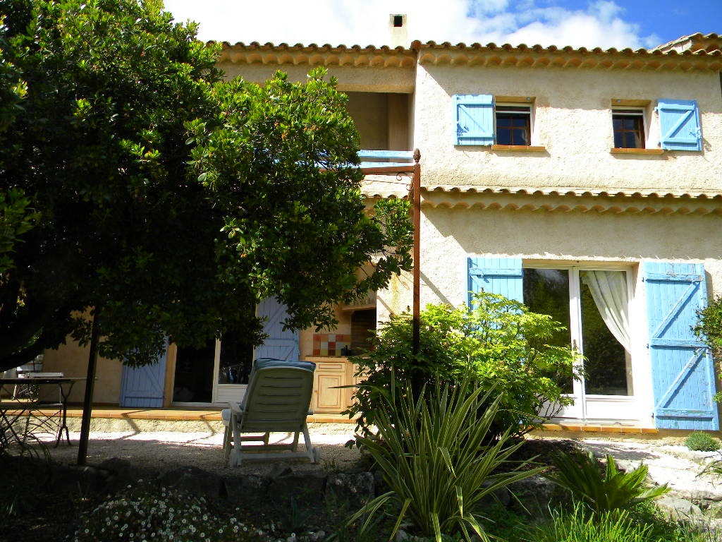 Draguignan Villa F4+sous sol sur 1000 m2 terrain