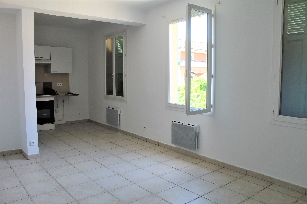 Draguignan  centre bel appartement  F3 54 m2 cave 127200€ crn2002