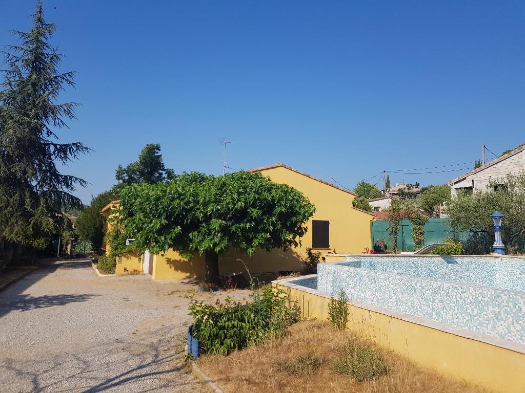 Draguignan villa F4 PP sur 1200m2 terrain plat en tout à l'égout piscine terrasse garage