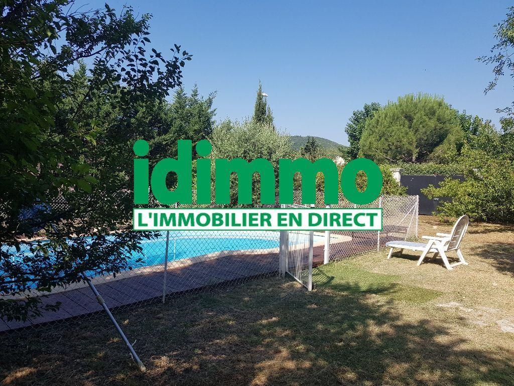 Figanières quartier résidentiel et calme villa F4 sur 1000m terrain plat en tout à l'égout piscine garage 357000€ crn2013