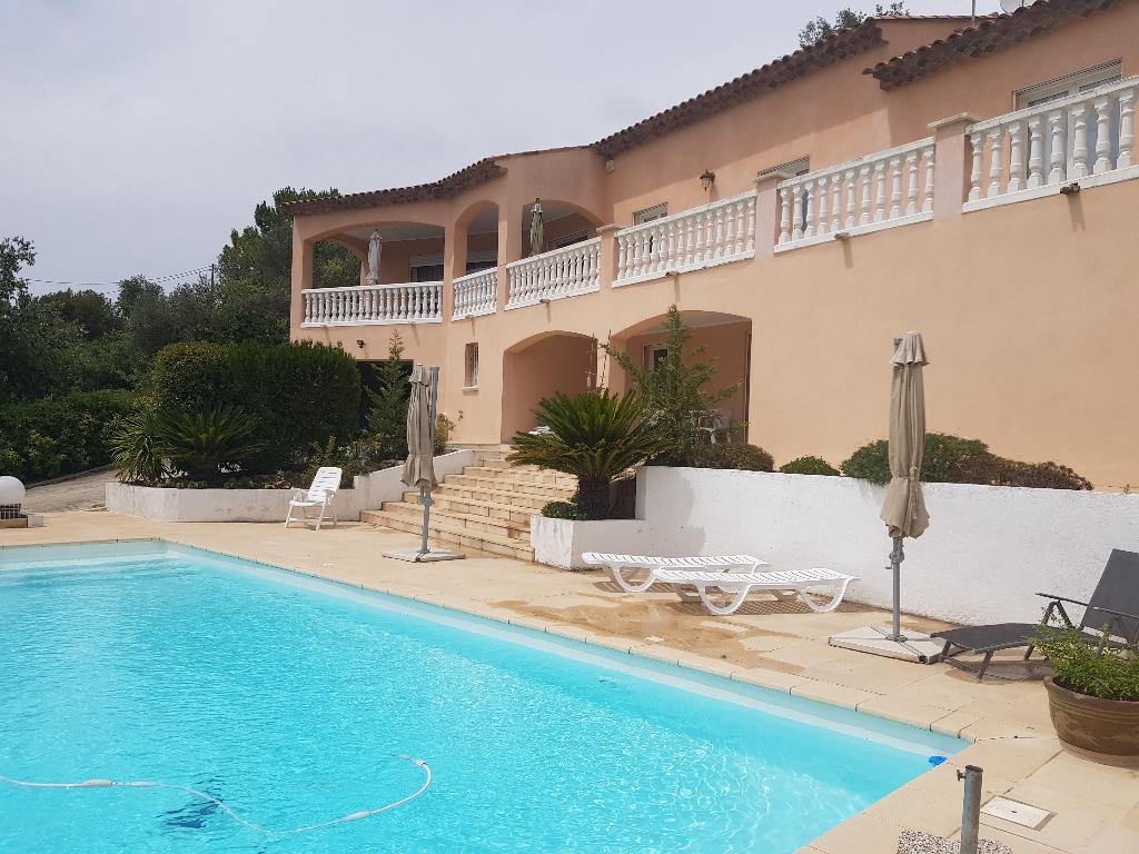Draguignan proche centre belle villa F6 213m 1637m terrain en tout à l'égout piscine garage terrasse 471450€ crn2016