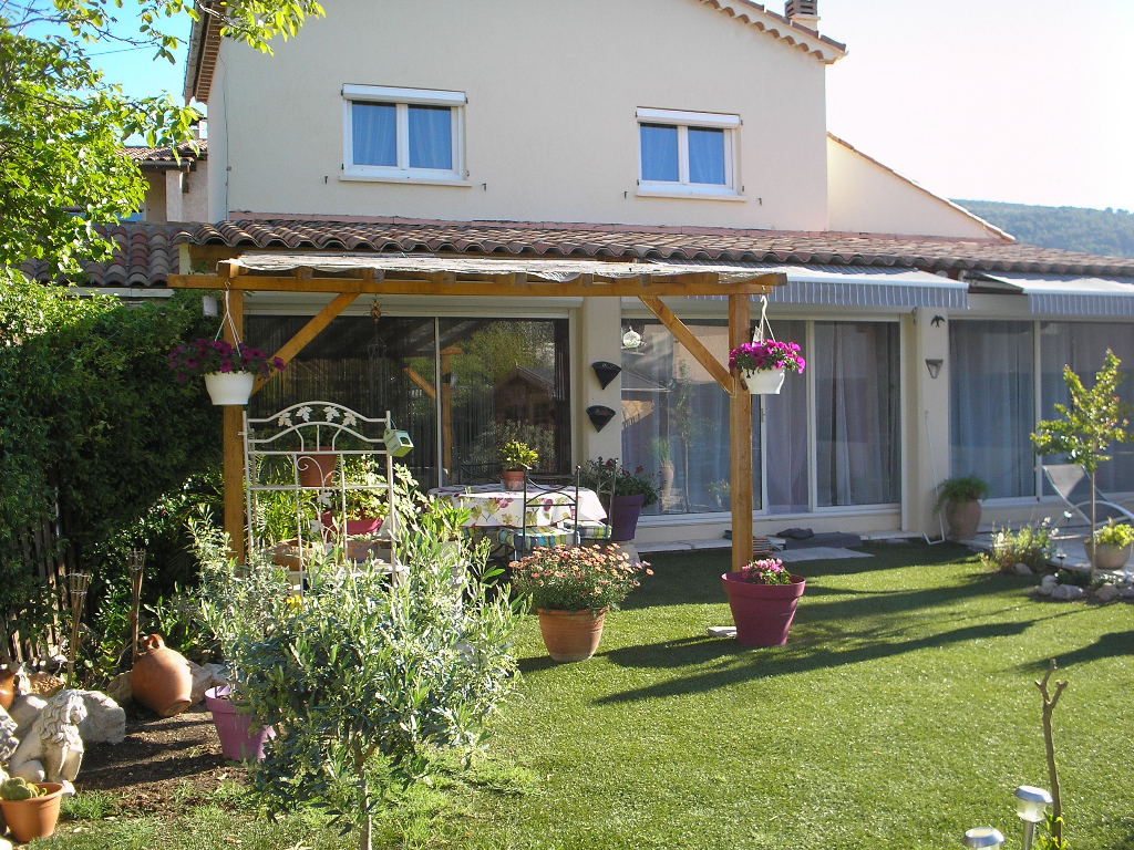 Draguignan jolie villa F4 terrasse 200m terrain 265000€ crn2022