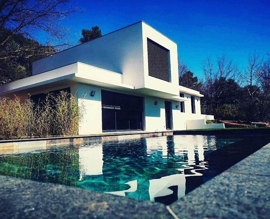 La Motte en Provence superbe villa d'architecte de 2018 F5 de 179m errasse piscine garage sur 2670m de terrain en tout à l'égout 695760€ crn2023