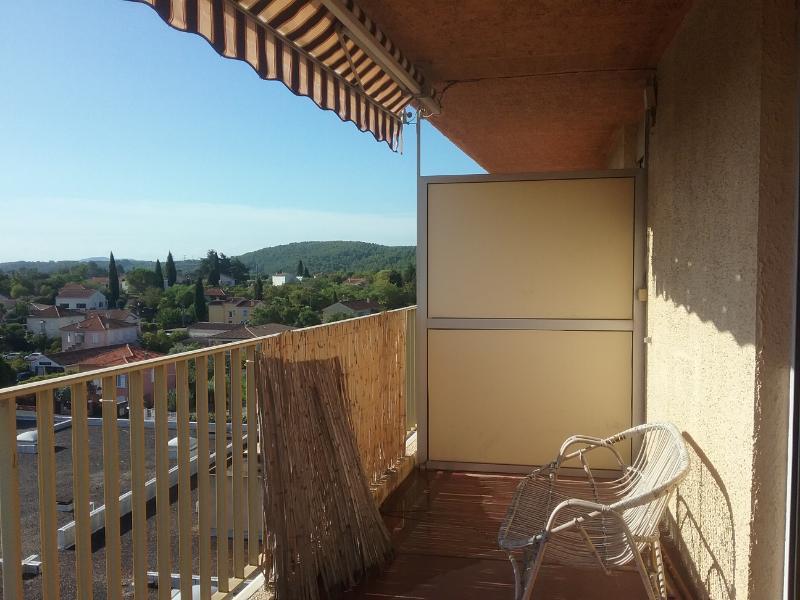 A saisir Draguignan quartier calme dans résidence sécurisée F4 de 91m au 5em et  dernier étage avec ascenceur terrasse cave te garage 159000€ crn2030