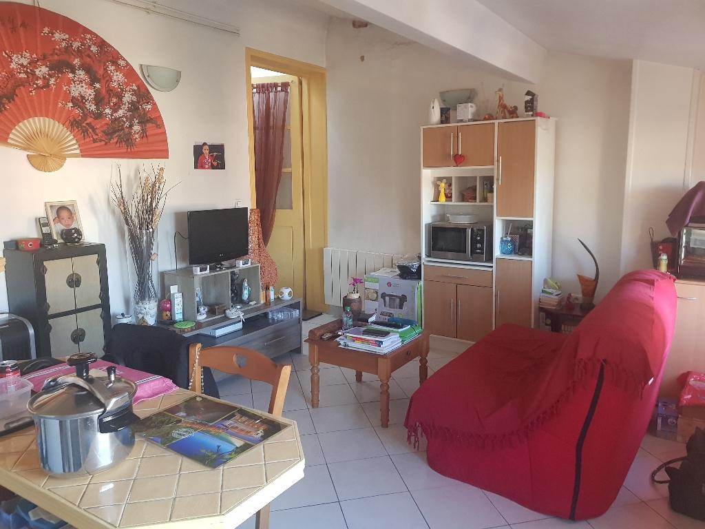 Exclusivité Draguignan idéla investisseur joli appartement F2 traversant au 4eme et dernier étage loué 400€/mois 54000€ crn2041 lot 5 240€/an charges commission vendeur