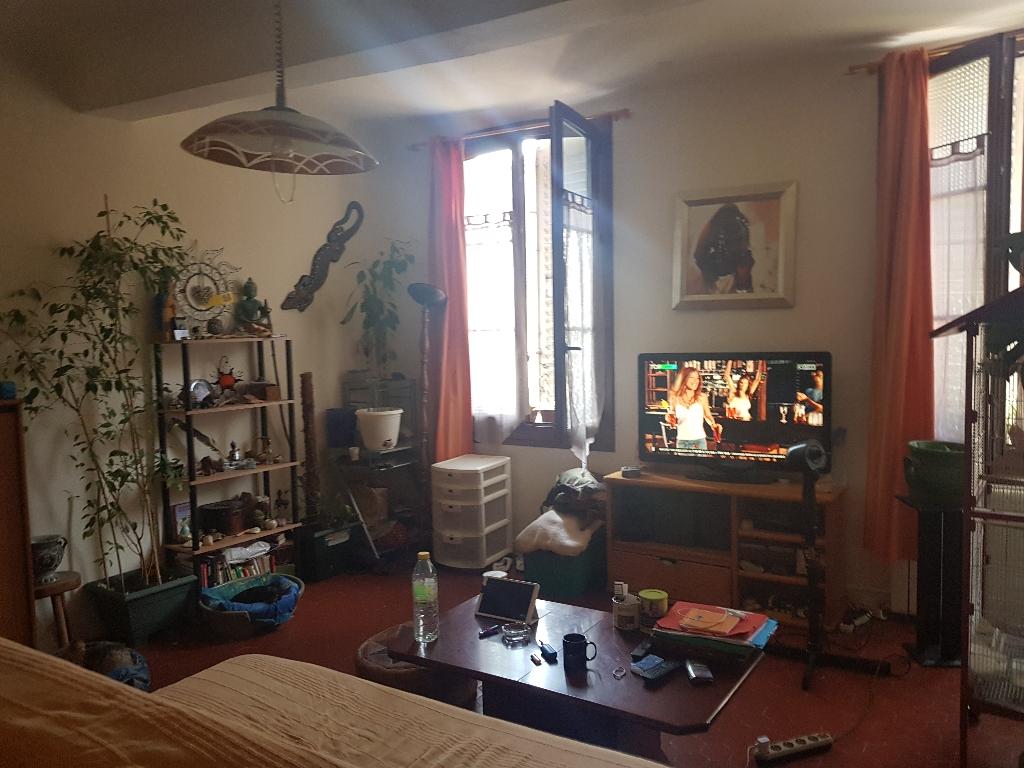 Exclusivité Draguignan centre idéal investisseur appartementF2 traversant loué 420€/mois 69000€ crn2041