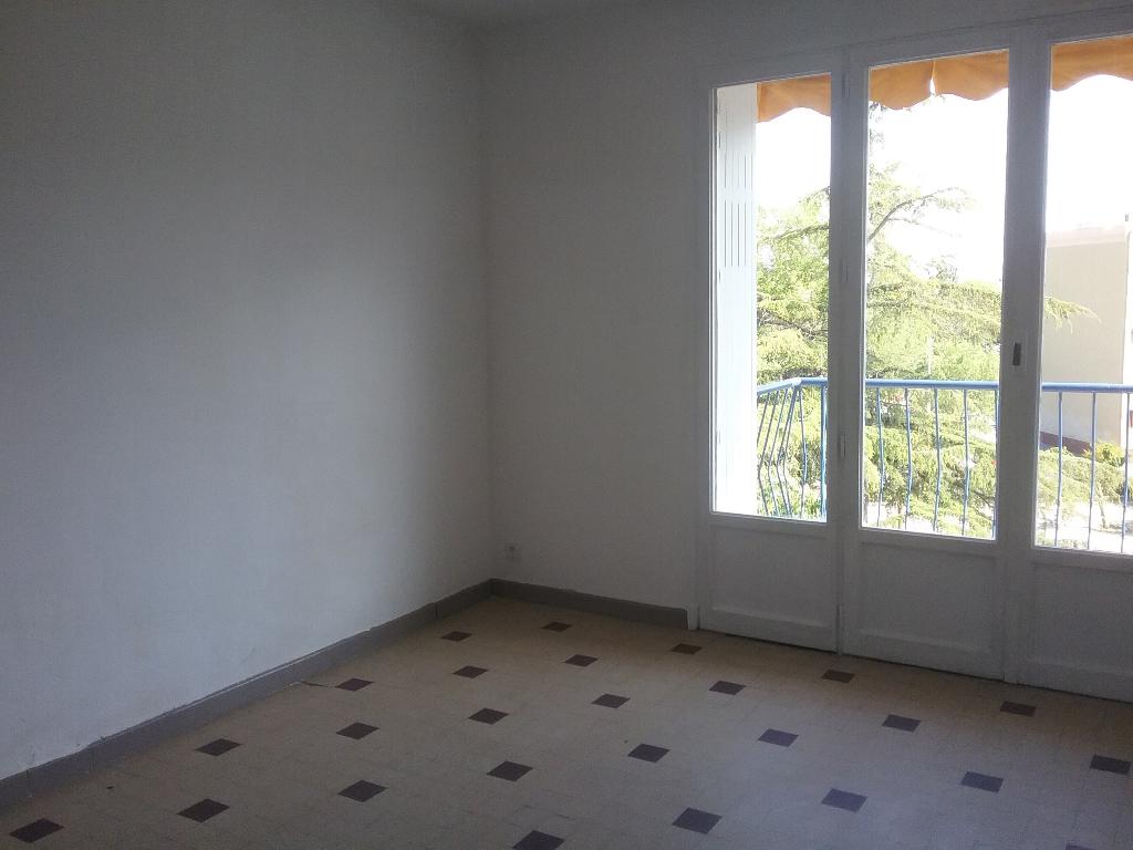 EXCLUSIVITE Draguignan proche centre dans résidence calme appartement F3 avec loggia balcon cave parking libre 94500€ crn2036