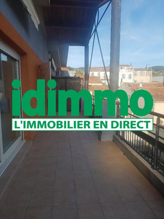 A voir Draguignan centre dans résidence récente de standing bel F3 en dplex en dernier étage avec ascenceur terrasse 23m expo sud 2 garages et cave 230000€ crn2048 ot 25