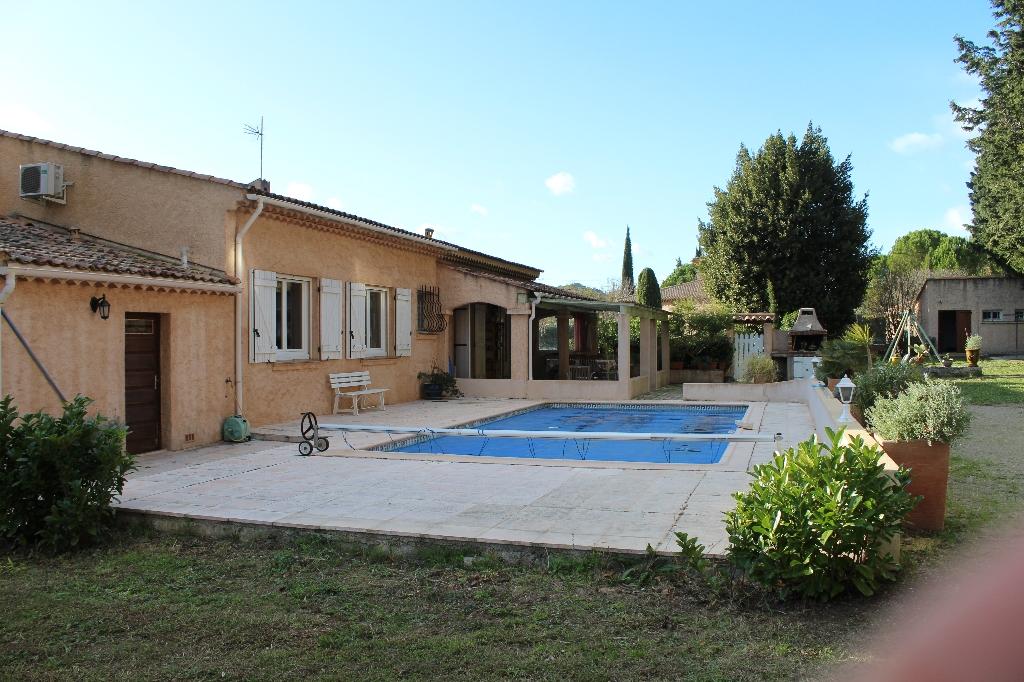 A voir La Motte quartier calme jolie villa F5 pp piscine 2 terrasses 2 garages dépendances le tout sur 2060m de terrain plat clos et arboré bel environnement expo sud calme 456750€ crn2055 dpe d commission vendeur