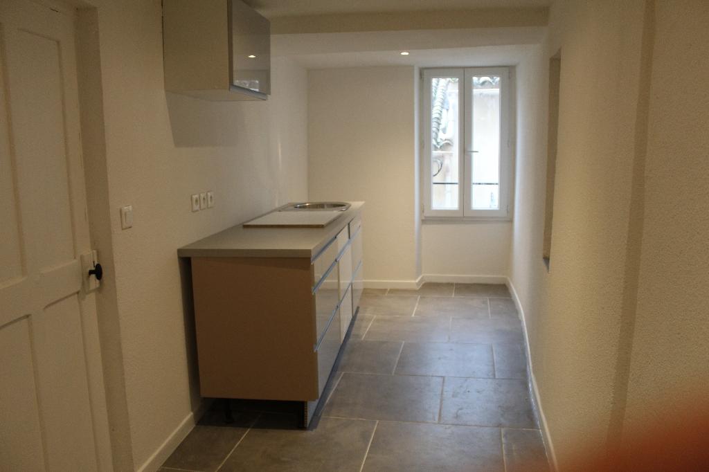 A saisir Trans en Provence maison de ville F2 plus cave 79500euros crn2057