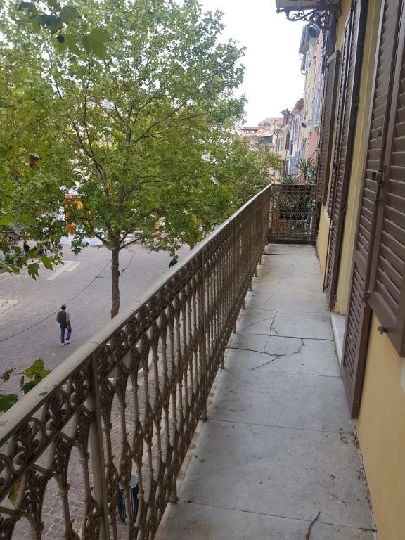 Affaire Draguignan centre dans bel immeuble appartement  F3/4  au 1 étage avec balcon 116600 crn2065