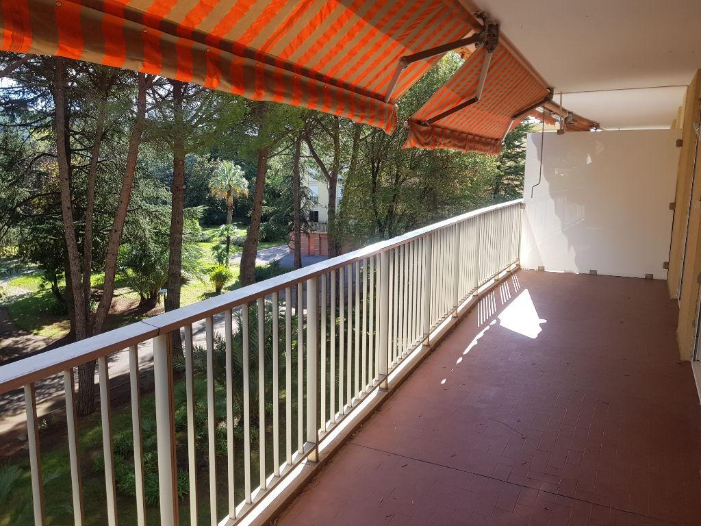 Draguignan dans résidence de standing F3 traversant 3éme étage avec ascenceur  2 terrasses cave 190800€ crn2068