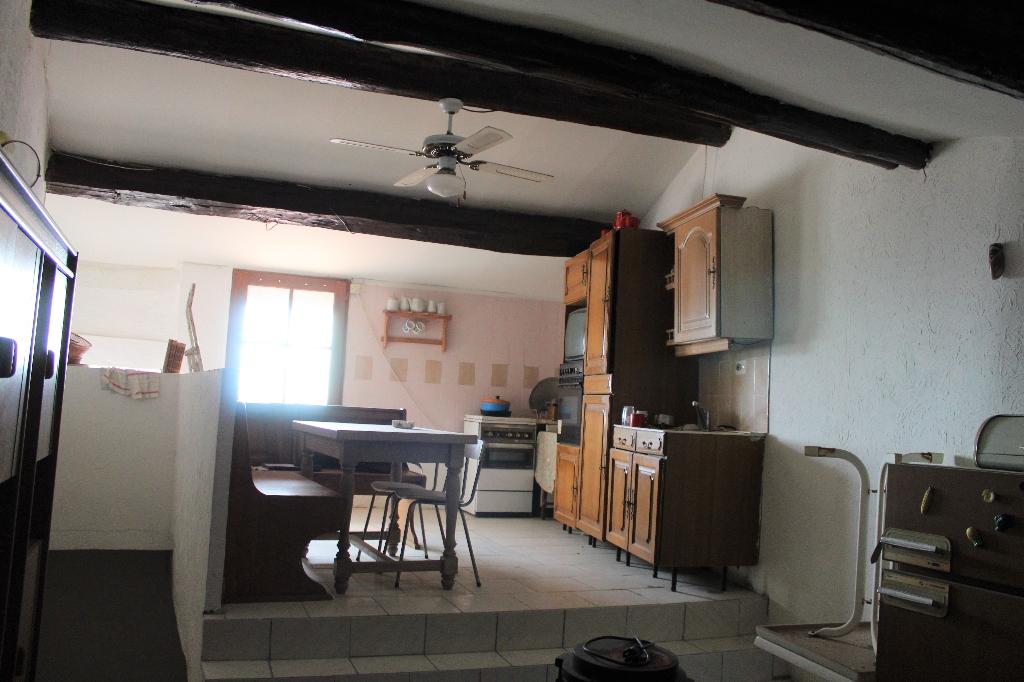 Exclusivité Callas Immeuble de 3 appartements rapport possible 1100€/mois vendu avec 2 terrains non constructibles 126000€ crn2078