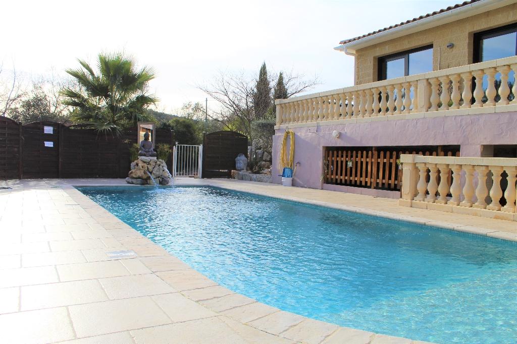 Callas belle villa F9 210 m² 1680m² de terrain avec piscine 546000€ crn2074
