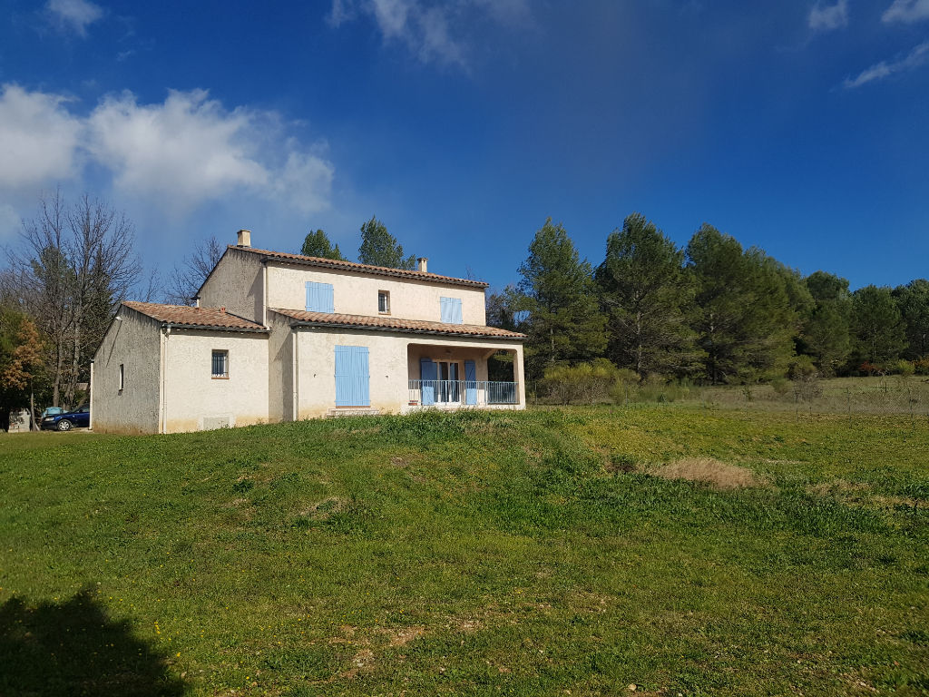 Draguignan villa traditionnelle F6 151m sur 1700m de terrain piscinable 2 terrasses garage 441000euros crn2088