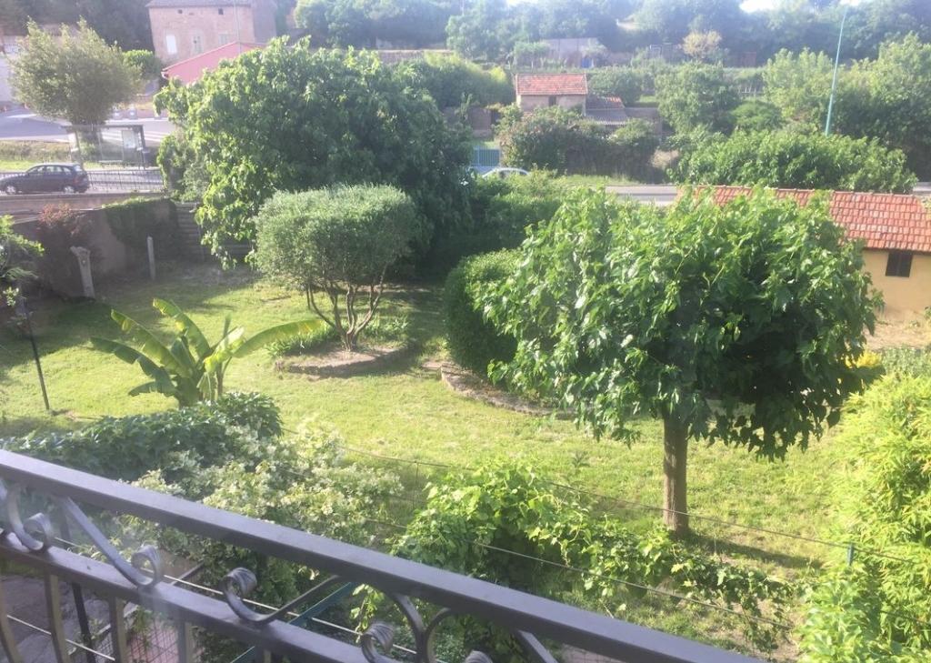 A voir Le Muy centre belle maison de ville F4 de 110m trés agréable avec son jardin de 100m 249100€ crn2098