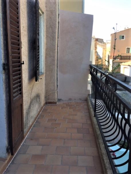 Draguignan centre joli F2 avec balcon 89000€ crn2111