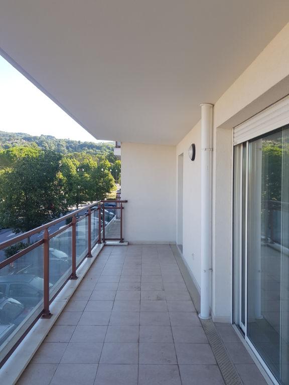 Draguignan bel F3 en angle 1étage asc terrasse place parking 222600€ crn2141