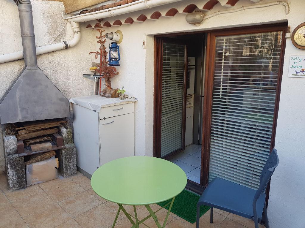 Exclusivité Draguignan centre bel F2 traversant en duplex avec terrasse et 2 caves 89250€ crn2121