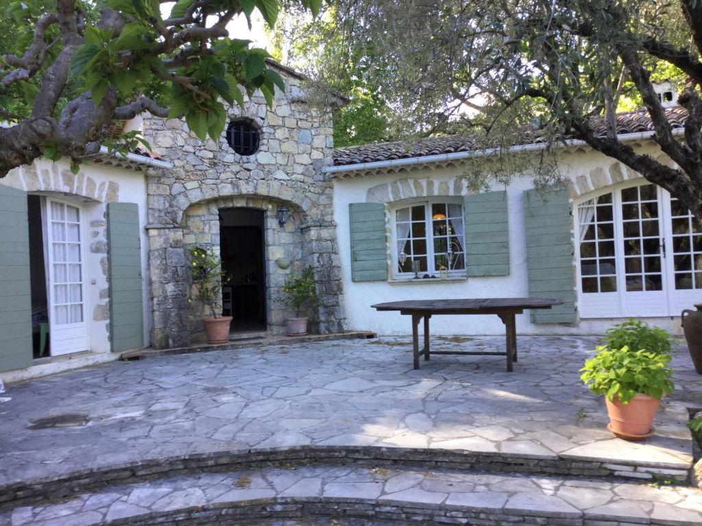 Bargemon propriété F5 piscine terrasse garage dépendances sur 3 hectares de terrain 686400€