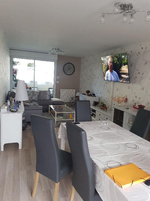Draguignan dans résidence sécurisée bel F3/4 1 étage traversant 2 terrasses cave 185500€ crn2166 dpe c commission vendeur