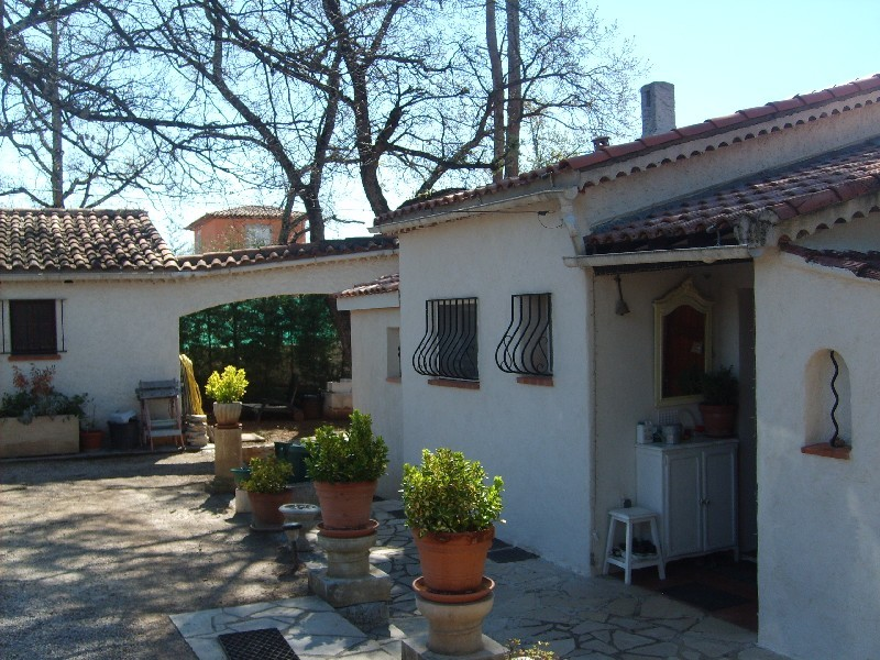 photo de Affaire Trans-en-provence villa F5 pp 130m 3500m terrain 388000Euro négociable Agence idimmo 2 rue p