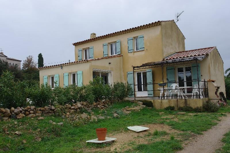 photo de Flayosc belle villa traditionnelle F6 145m 1500m terrain 378000Euro négociable Agence idimmo 2 rue p