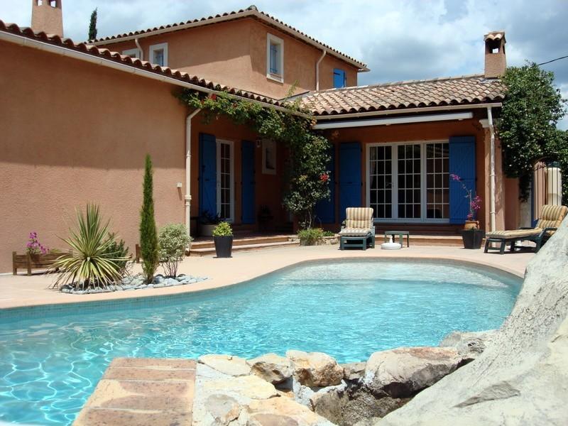 photo de Draguignan jolie villa F5 140m 820m terrain piscine garage 474000Euro négociable Agence Idimmo 2 rue