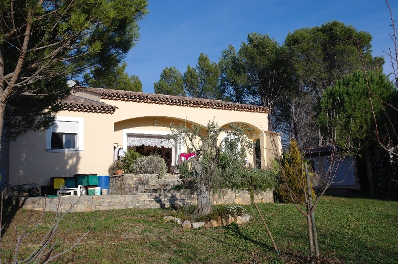 photo de Draguignan jolie villa 2005 F4 pp 123m 4700m terrain 3 garages 456000Euro négociable Agence Idimmo 2