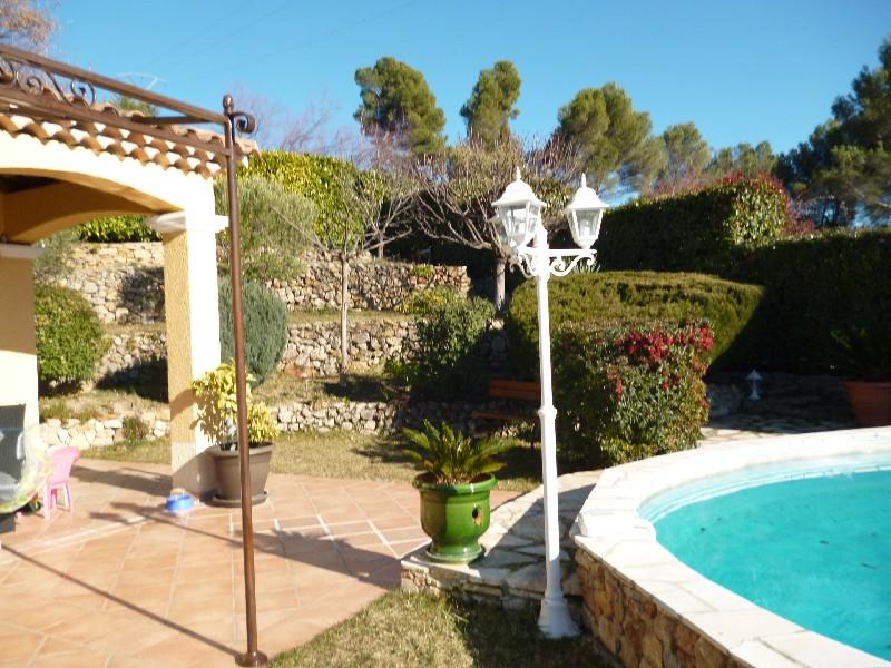 photo de Draguignan belle villa F5 pp piscine garage terrain 730m 448000Euro négociable Agence Idimmo 2 rue p