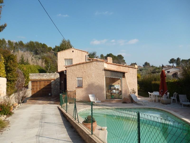 photo de Draguignan belle villa F5 150m 1500m terrain piscine garage 467000Euro négociable Agence Idimmo 2 ru