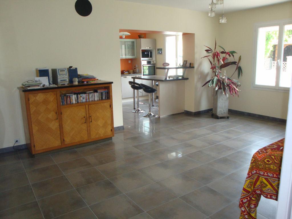 BRON : Maison de  110 m2 sur terrain de 450 m²