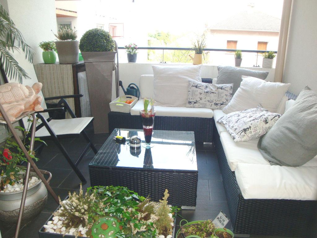 LYON 8 : T4 DE 84 m2 + CAVE + GARAGE