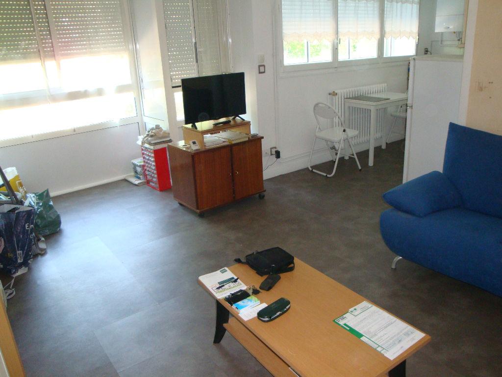 Saint Priest Cité Berliet : T2 de 39 m2 + parking