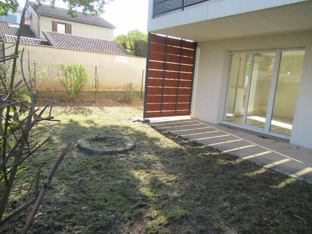 Saint Priest T3 de 57,30 m2 en rez de jardin de 110 m²