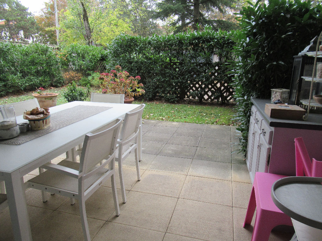 Tassin La Demi Lune :T4 de 89 m2 en rez de jardin + cave + garage double