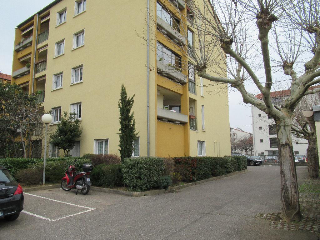 VENISSIEUX LIMITE 8ème : T1 bis + cave + parking