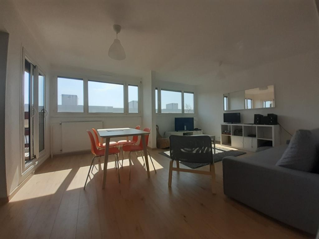 Appartement T5 meublé de 94,6 m2 disponible à la colocation.
