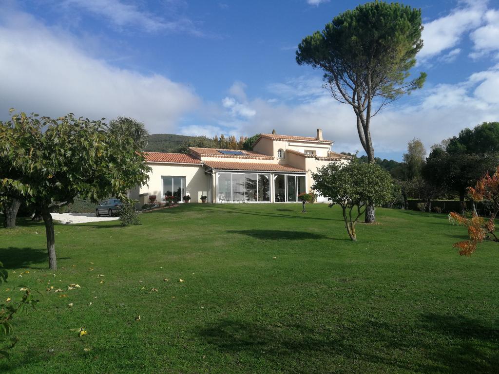 Villa  150 m² en position dominante sur terrain 4500 m²