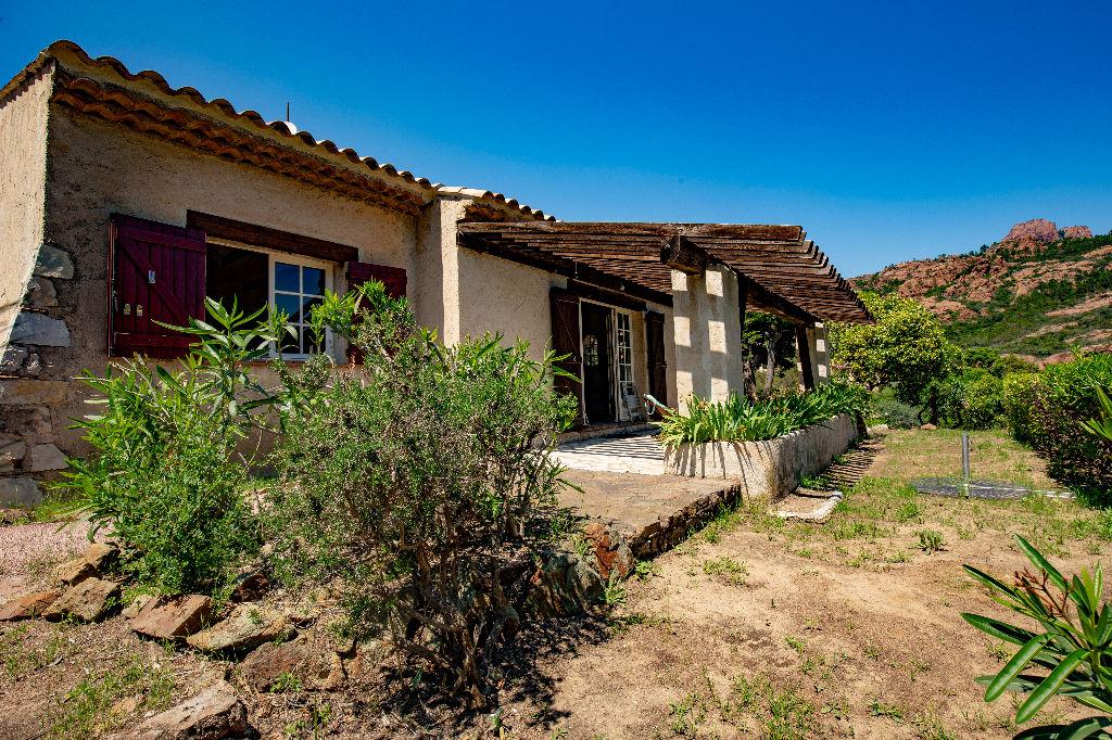 Villa traditionnelle avec vue mer à Anthéor limite Agay
