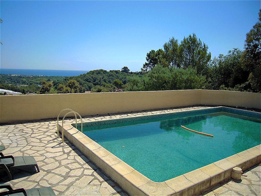 Situation dominante, villa à Super Antibes de 430 m² avec vue mer pnoramique