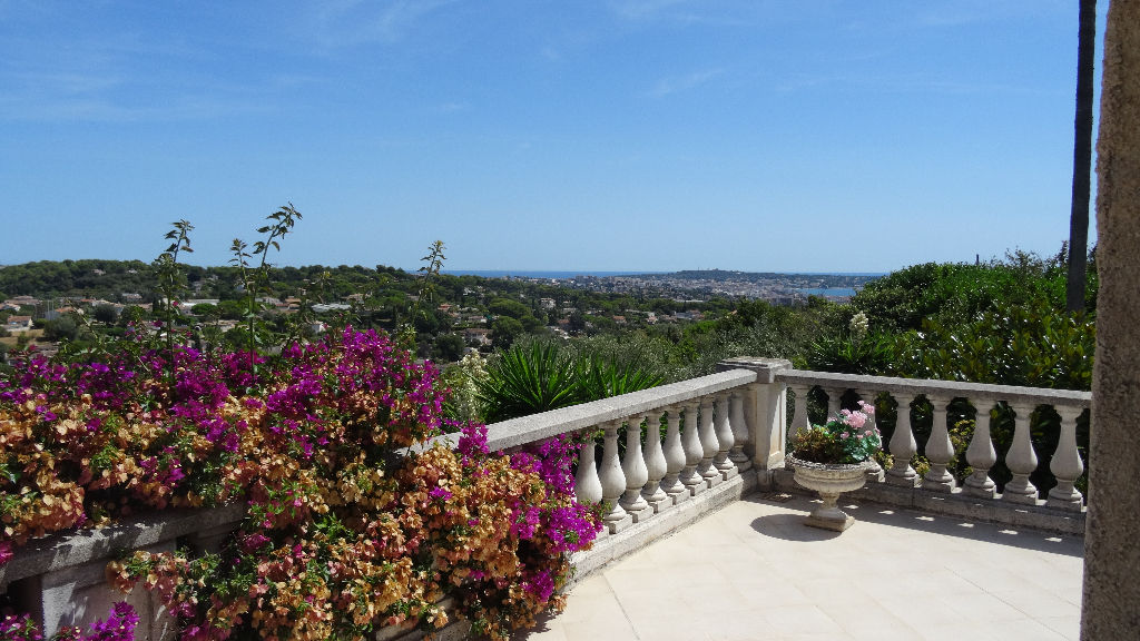 Le Golfe Juan Villa 14 room (s) of 430 m2 sea view on 2700 m² of land with swimming pool