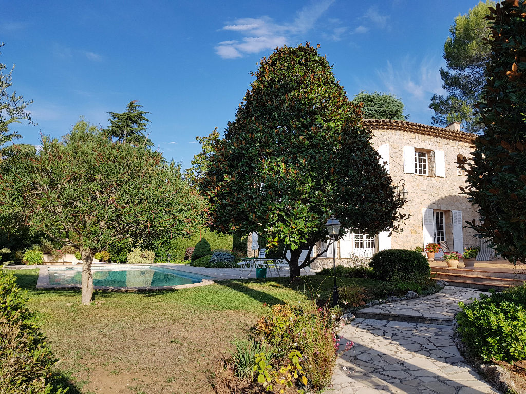 House / Villa 9 rooms 240 m2 on 1725 m²