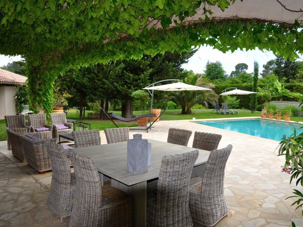 Villa of character of 340 m² on 3000 m² of land - Mouans Sartoux